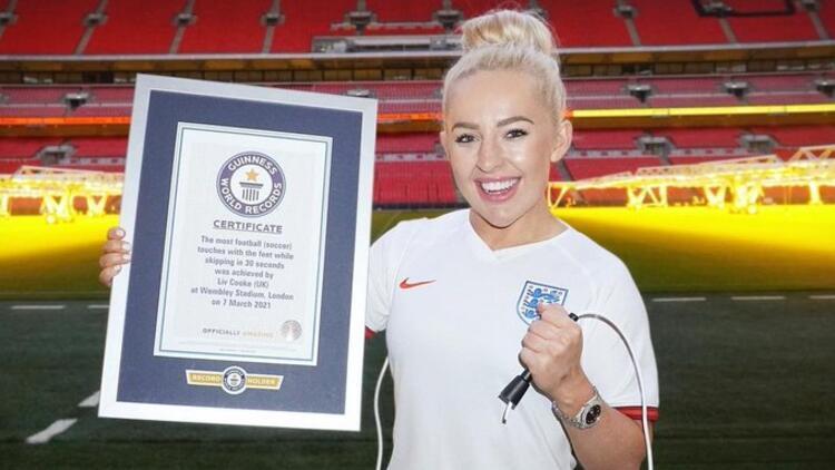 Top sektirerek ip atlayan Liv Cooke, Guinness Rekorlar Kitabı'nda