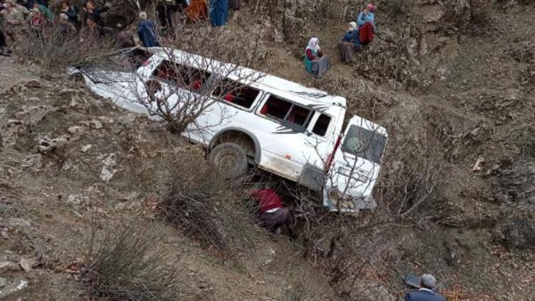 Batman'da 2 kardeşin öldüğü kazada minibüs 4 gün sonra uçurumdan çıkarıldı