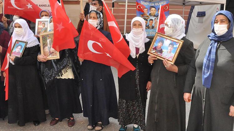 Evlat nöbetindeki ailelerden Ali Babacan'a tepki