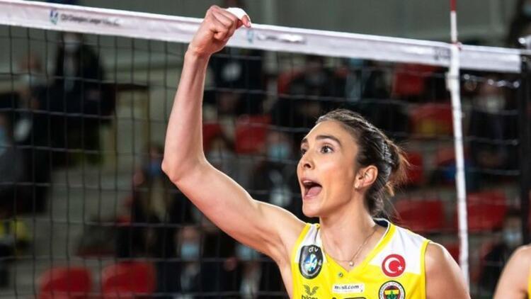 Fenerbahçe oyuncusu Naz Aydemir Akyol'a büyük onur