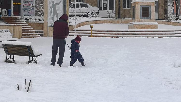 Çameli'nde okullara kar tatili