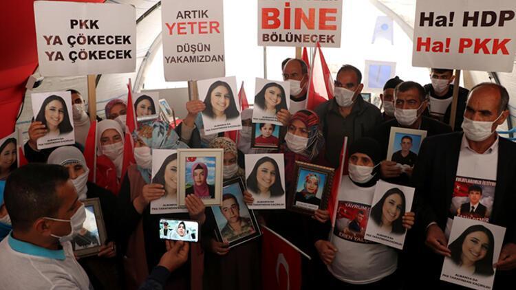 Diyarbakır'daki annelerle görüştü