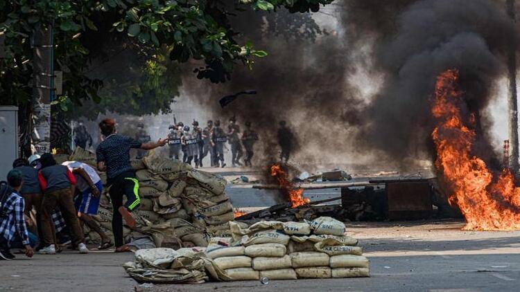 Myanmar'da bilanço ağırlaşıyor! Darbeciler 217 göstericiyi öldürdü