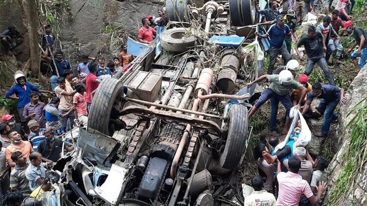 Katliam gibi kaza: Yolcu otobüsü uçuruma yuvarlandı!