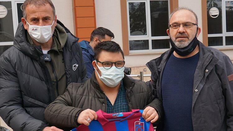 Trabzonspor Teknik Direktörü Abdullah Avcı, down sendromlu ve otizmli çocukları ziyaret etti