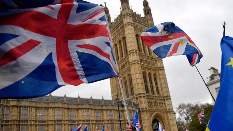 İngiltere'de koronavirüsün faturası derinleşiyor