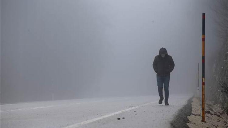 Kırklareli'nde yoğun sis, görüş mesafesini 30 metrenin altına düşürdü
