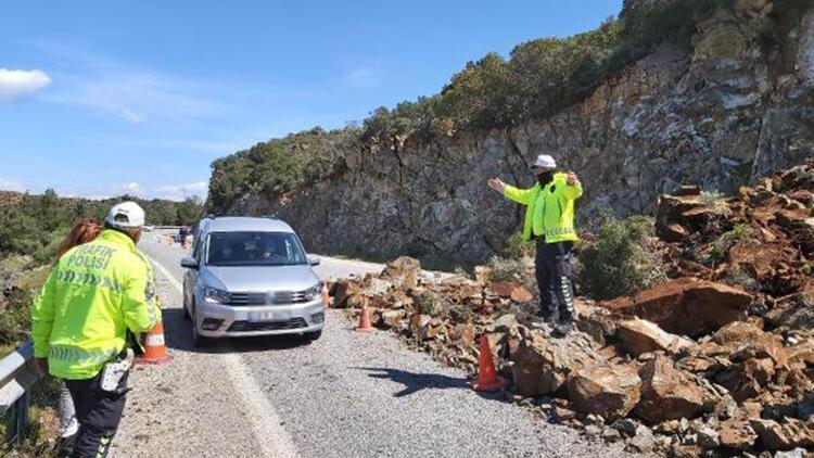 Datça-Marmaris Karayolu'nda toprak kayması; Trafik kontrollü sağlanıyor