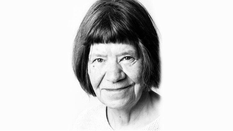 Edebiyatçı Dr. Monika Carbe hayatını kaybetti