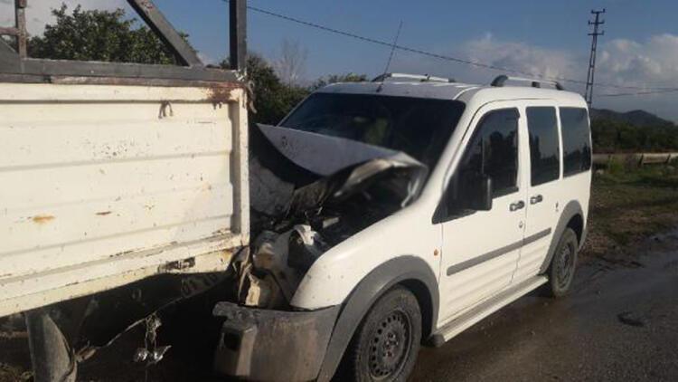 Hafif ticari araç, kamyonete çarptı: 1 ölü, 2 yaralı
