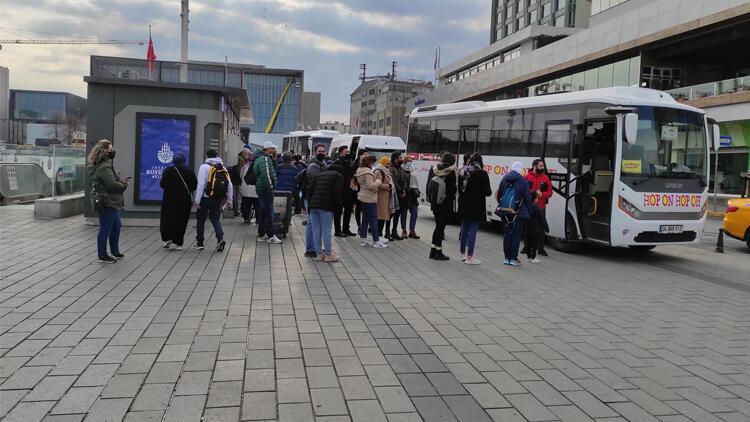 Kısıtlama sebebiyle Taksim turistlere kaldı