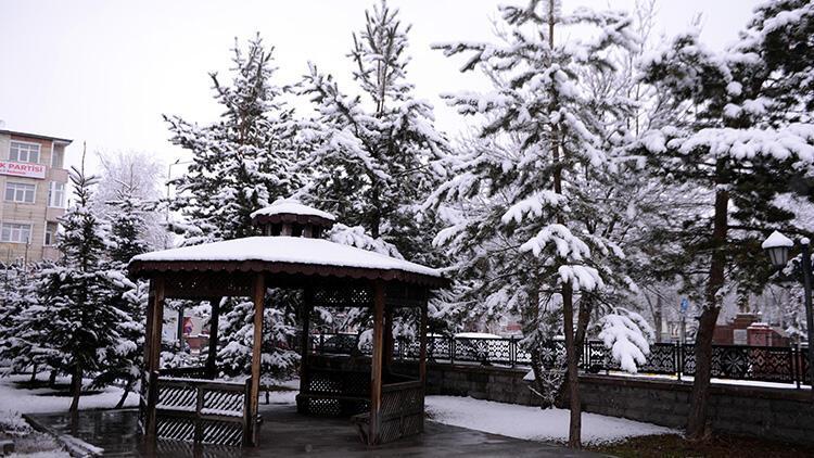 Nisanda kar sürprizi! Beyaza büründü