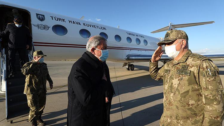 Son dakika... Milli Savunma Bakanı Akar ve komutanlar sınırda