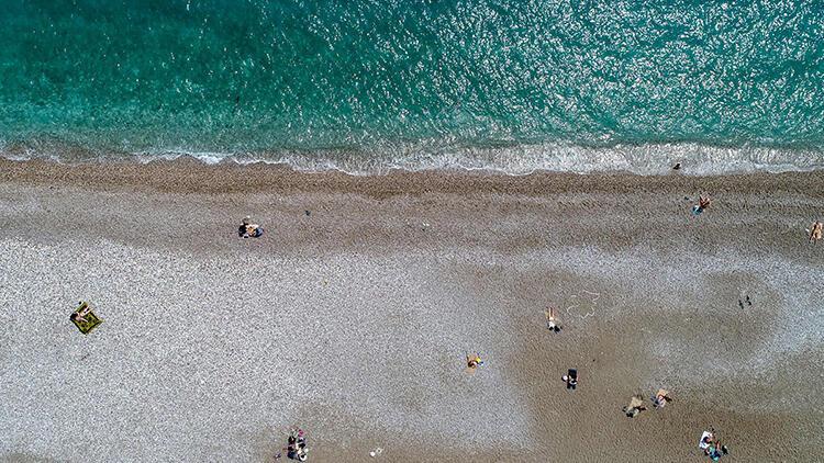 Antalya'da sahil kısıtlamada turistlere kaldı
