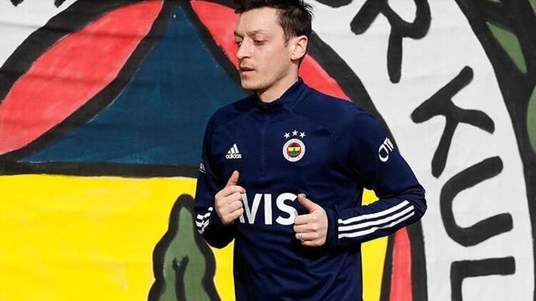 Fenerbahçe'nin golünden sonra Mesut Özil'den paylaşım! Emre Belözoğlu...