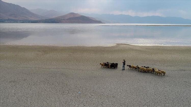 Kritik toplantıda önemli mesajlar... Türkiye'de 2 bölge için su açığı riski!