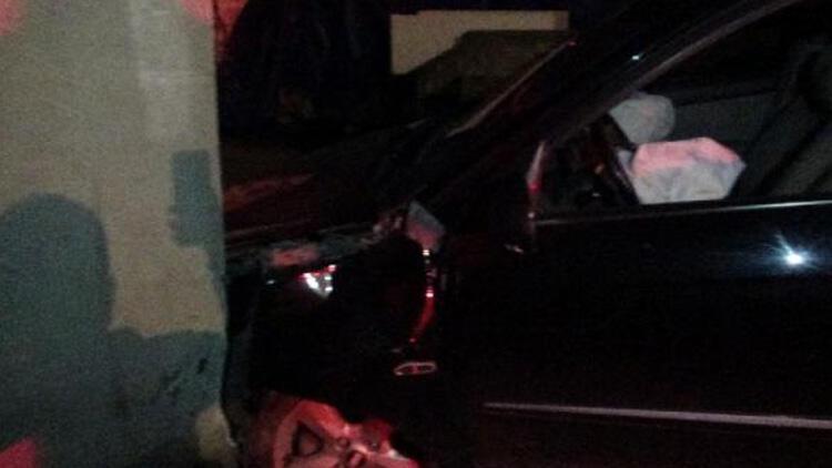 Otomobiliyle evin duvarına çarptı! Alkollü sürücü hastaneye kaldırıldı