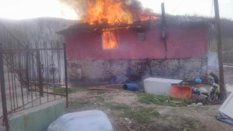 Körfez'de ev, yangında kullanılmaz hale geldi