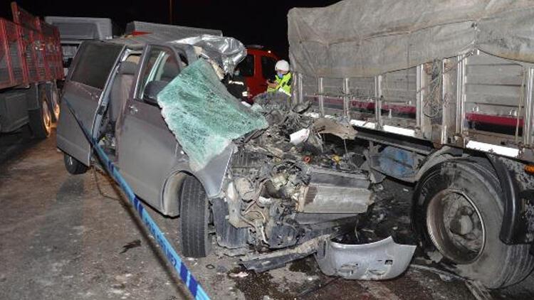 Konya'da TIR'a arkadan çarpan minibüsün sürücüsü öldü