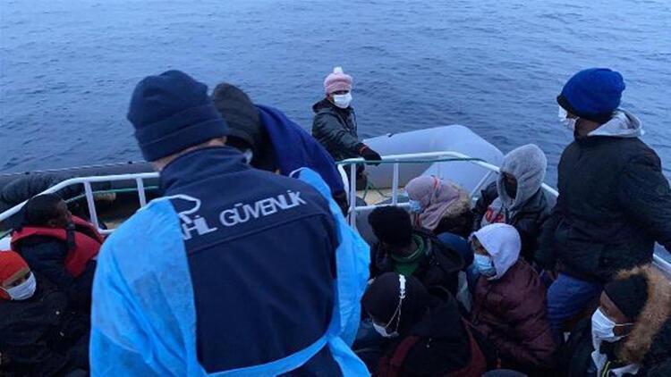 Balıkesir'de 68 kaçak göçmen kurtarıldı