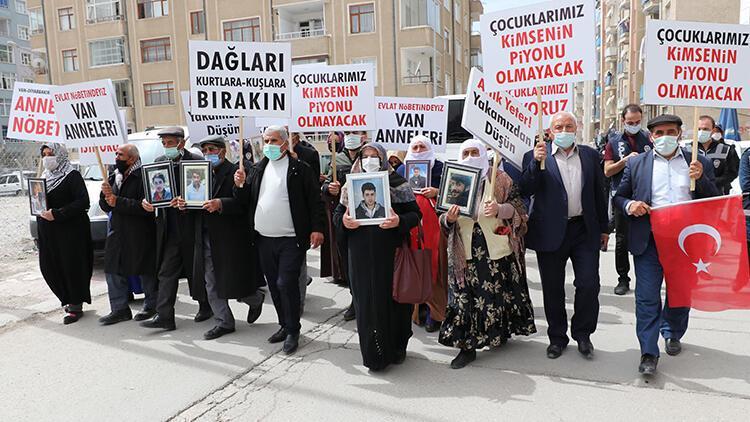Van'daki annelerin evlat eylemine Diyarbakır'daki annelerden destek