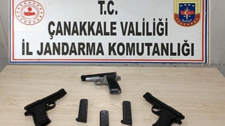 Çanakkale'de otomobilde 3 ruhsatsız tabanca ele geçirildi