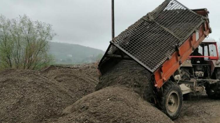 Irmak yatağından 25 ton kum çekti, 7 bin lira ceza yedi