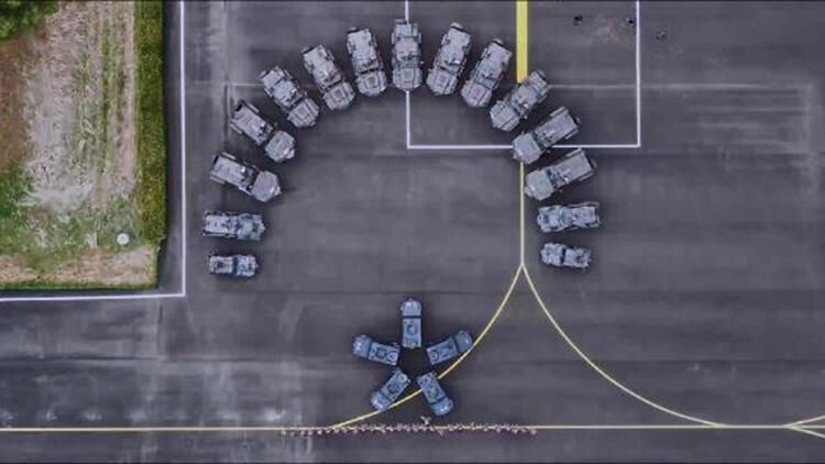 Diyarbakır polisinden zırhlı araçlarla 'ay yıldız' gösterisi