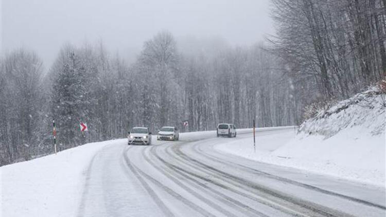 Domaniç Dağlarında kar yağışı etkili oluyor