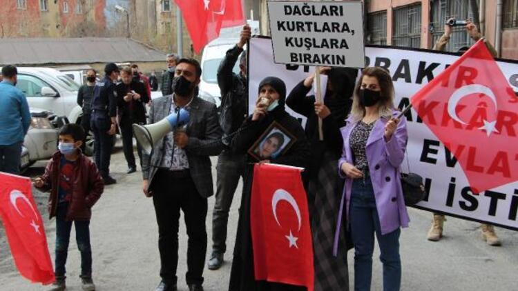 Hakkari'de HDP'liler, evlatlarını isteyen ailelerin eylemini engellemeye çalıştı