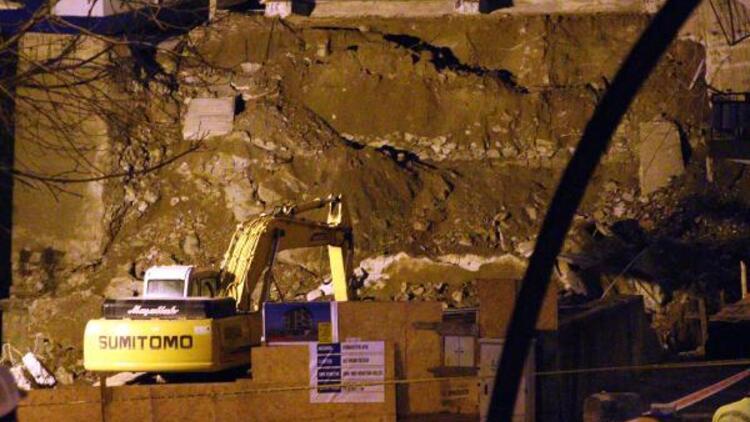 Ankara'da inşaat kazısında temeli kayan apartmanda yıkım başladı