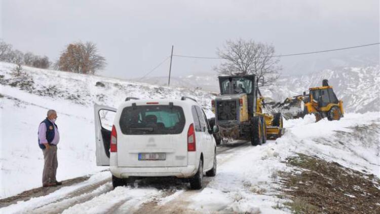Amasya'da kar nedeniyle yolu kapanan köydeki diyaliz hastası kurtarıldı