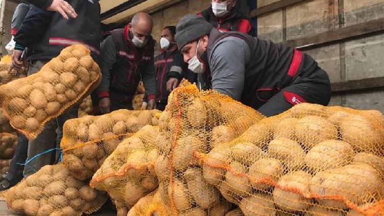Ücretsiz soğan ve patatesler dağıtılmaya başlandı