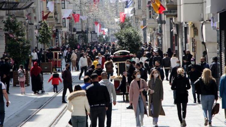 İstiklal Caddesi ve Beşiktaş'ta dikkat çeken kalabalık