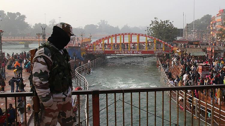 Hindistan'da Kovid-19 salgınında günlük vaka sayısı 170 bine yaklaştı