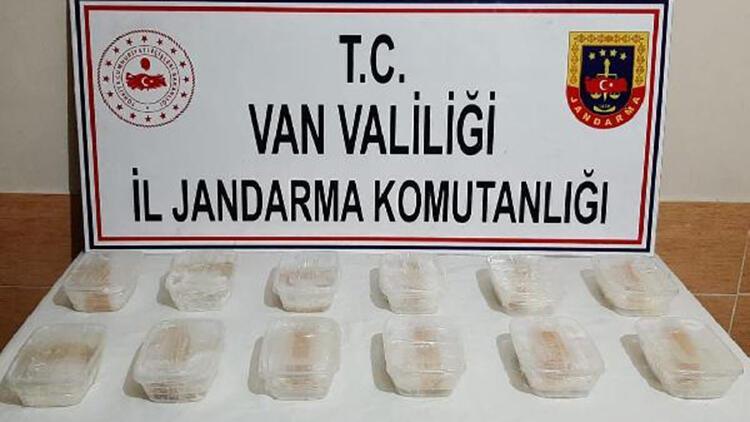 Van'da, taşlar arasına gizlenen 6 kilo metamfetamin ele geçirildi