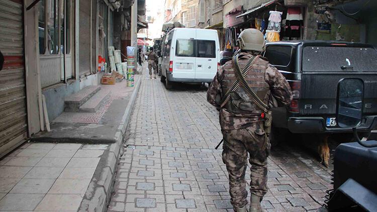 Diyarbakır'daki terör operasyonunda, HDP'li vekilin danışmanı dahil 11 tutuklama