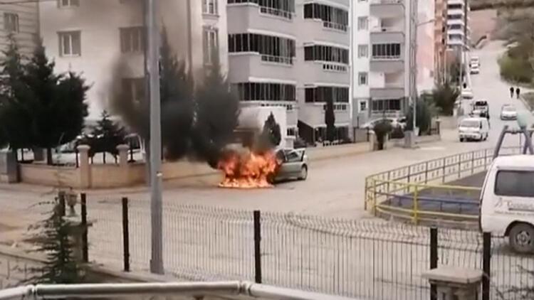 Üç gün önce satın aldığı otomobil, alev alev yandı