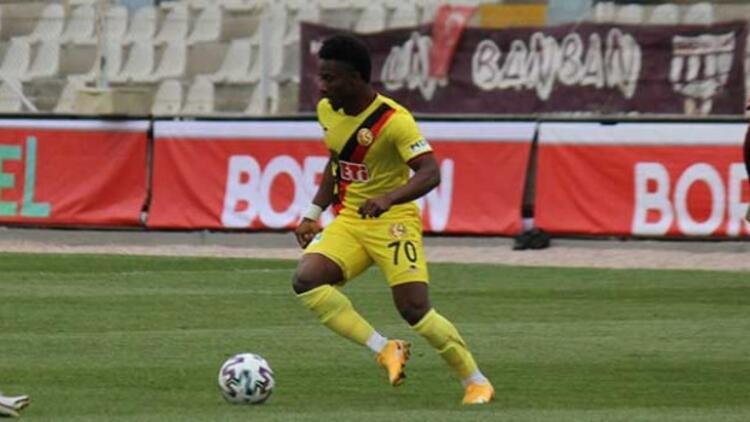 Eskişehirspor'da Hamed Sholaja'nın sözleşmesi feshedildi