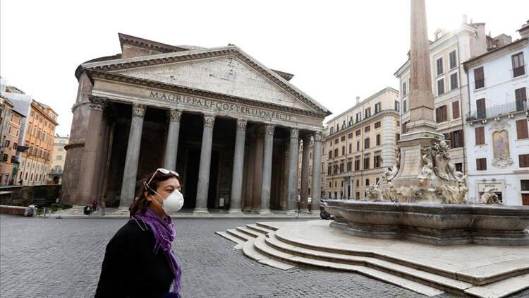İtalya'da son 24 saatte koronavirüs nedeniyle 358 kişi hayatını kaybetti