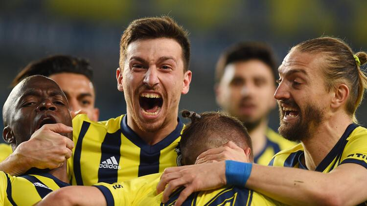 Fenerbahçe 2-8-0 oynadı