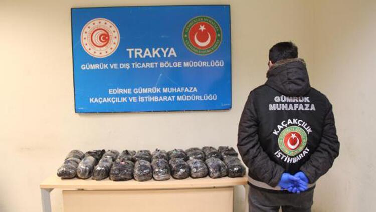 Kapıkule'de, TIR çekicisine gizlenen 208 bin uyuşturucu hap ele geçirildi