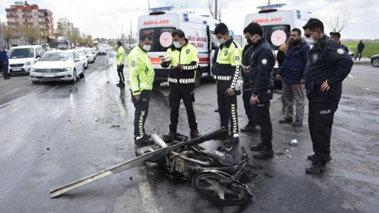 Kamyonun çarptığı motosikletteki 3 kişi yaralandı