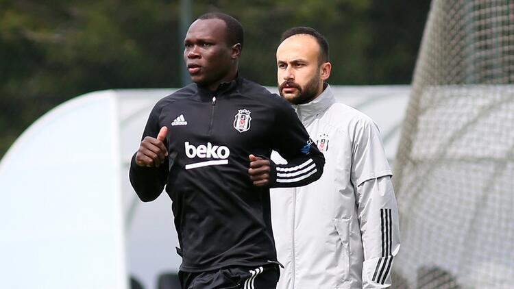 Cenk Tosun'un sakatlığı sonrası Beşiktaş, Aboubakar'dan gelecek haberi bekliyor