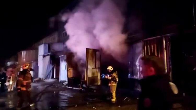 Mobilya fabrikasında yangın! Ekipler hemen müdahale etti