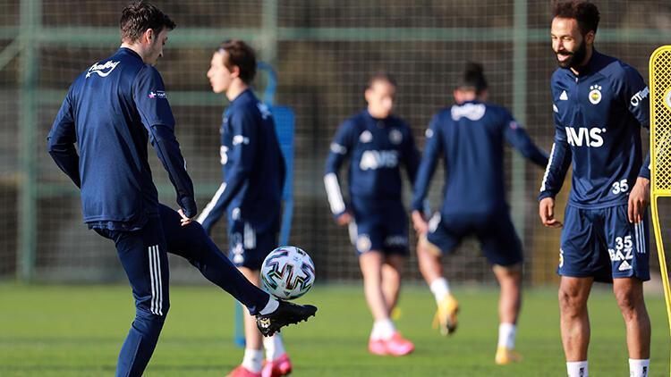 Fenerbahçe'de Mesut Özil ve Nazım Sangare takımla çalışmalara başladı