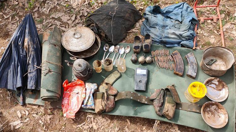 Bitlis'te toprağa gömülü el bombaları, mühimmat ve yaşam malzemesi ele geçirildi