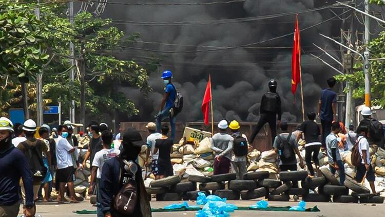 Myanmar'da ölen sivillerin sayısı 726'ya çıktı