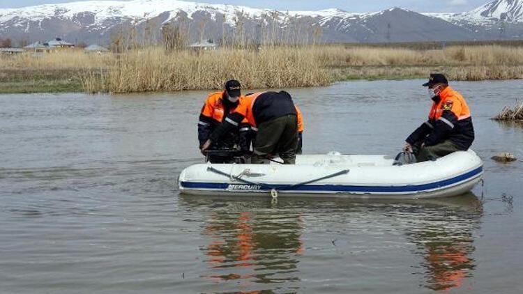 Van Gölü'nde yasağın ilk gününde, 3 ton inci kefali ele geçirdi