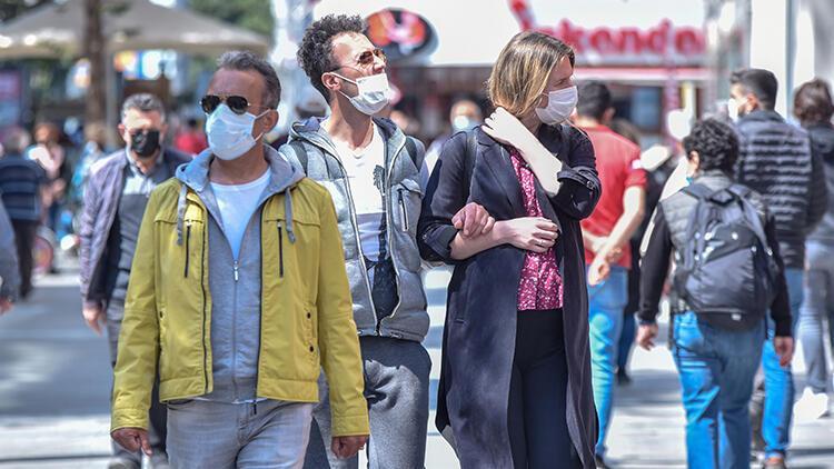Koronavirüs vaka sayıları artan Antalya'da kurallar unutuldu